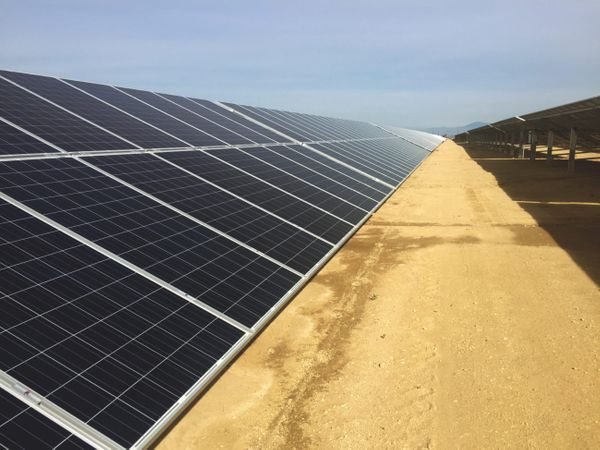 Seneca Resources Corporation Reduces Carbon Footprint with 3.1 MW Solar System at their Oil Field in Kern County, California